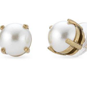 Stella & Dot- Dorthy pearl stud earrings